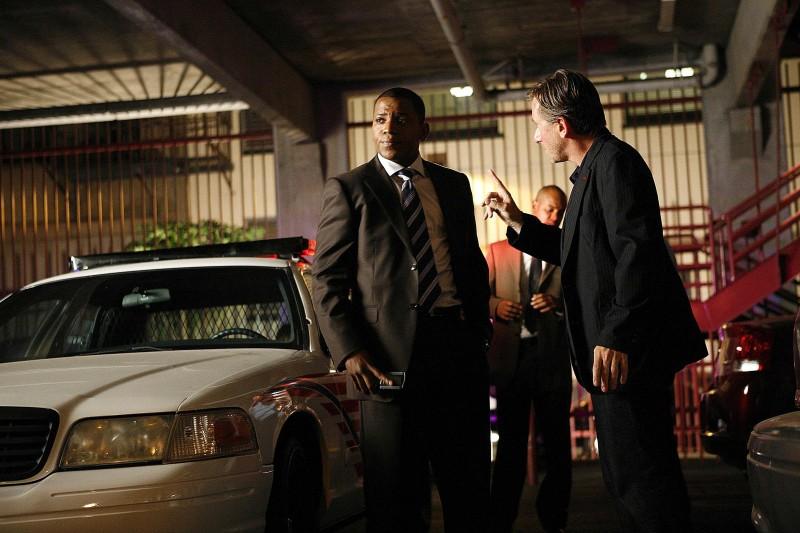Tim Roth e Mekhi Phifer in una scena dell'episodio The Core of It di Lie to Me