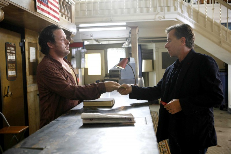 Tim Roth in una scena dell'episodio The Core of It di Lie to Me