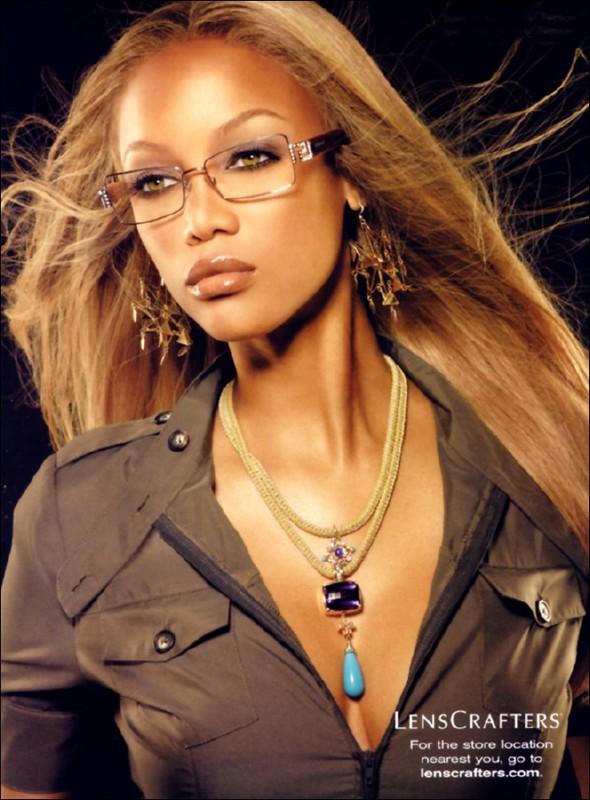 Una foto di Tyra Banks per una pubblicità di occhiali