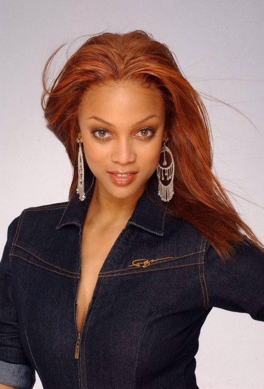 Una foto promo Tyra Banks in jeans
