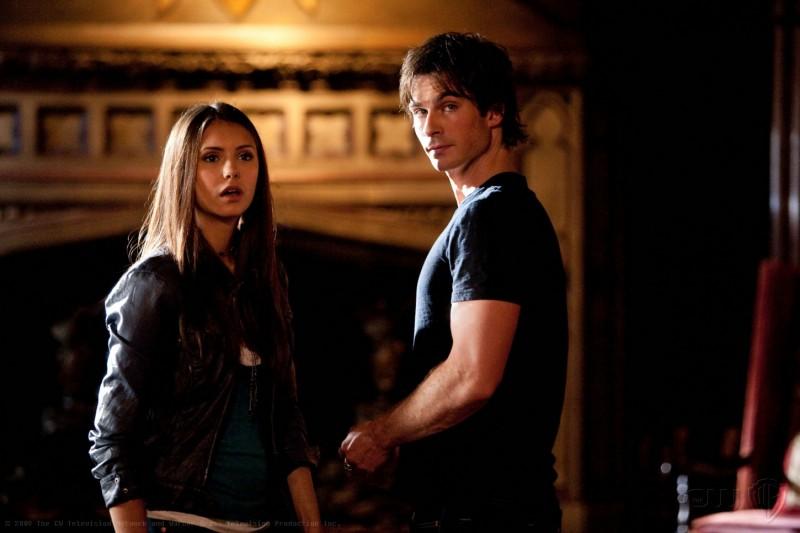 Nina Dobrev e Ian Somerhalder nell'episodio Night of the Comet di The Vampire Diaries