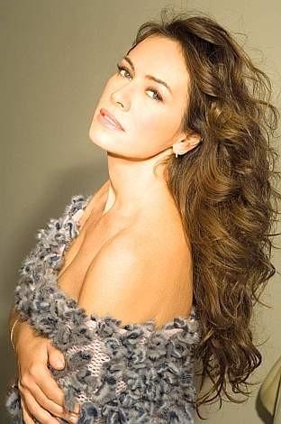 Una sensuale Elena Sofia Ricci