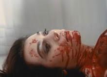 Veronica Lario in una celebre scena di Tenebre
