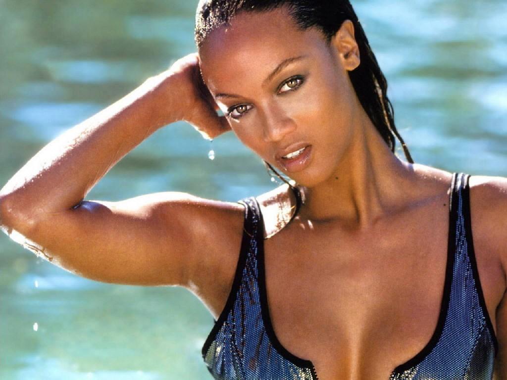 Wallpaper: la sexy star Tyra Banks