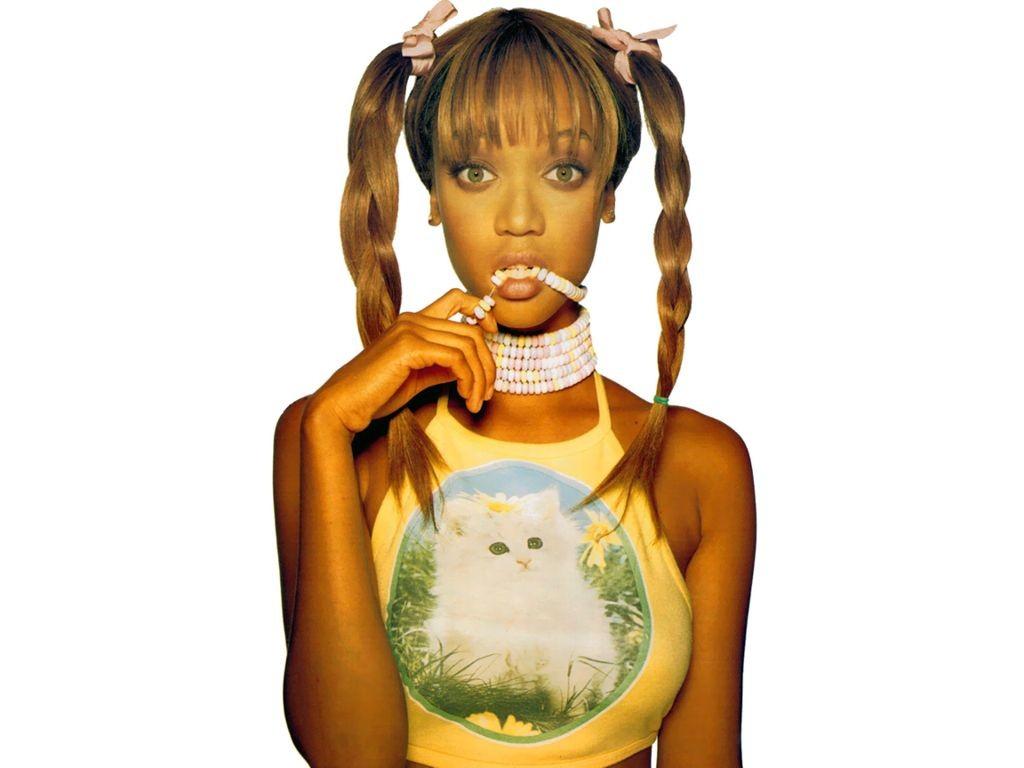 Wallpaper: una foto di una Tyra Banks bambina coi codini