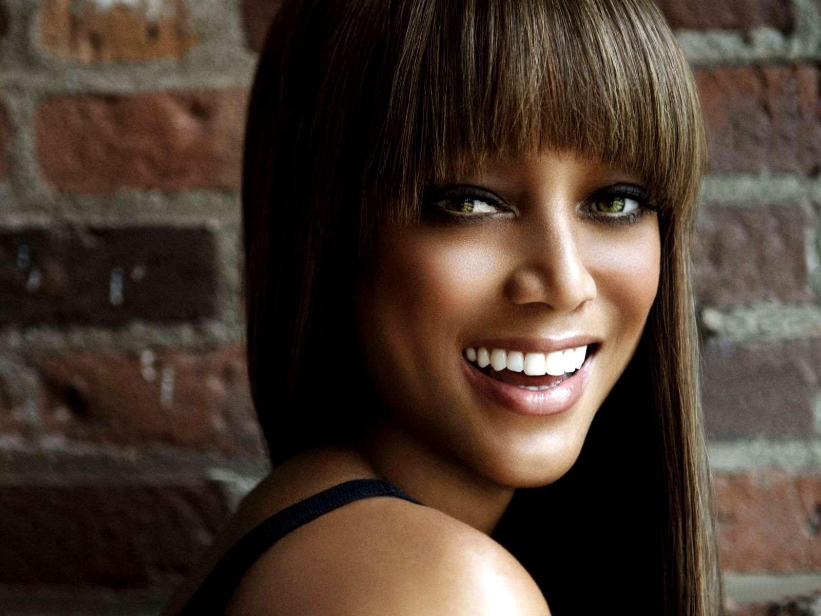 Wallpaper: una sorridente Tyra Banks