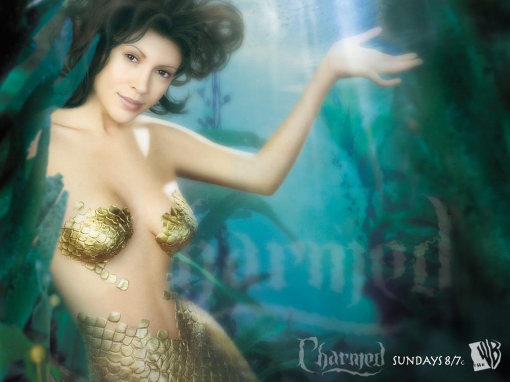 Walpaper: Alyssa Milano trasformata in sirena in una foto promo per la quinta stagione della serie Streghe