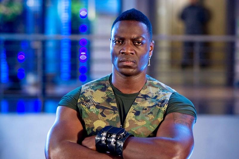 Adewale Akinnuoye-Agbaje (Heavy Duty) in una scena del film G.I. Joe: Rise of Cobra