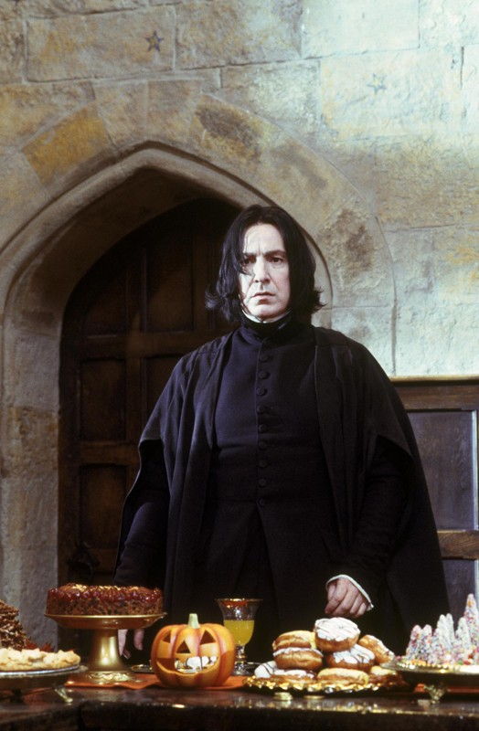 Alan Rickman è il Professor Severus Piton in una scena del film Harry Potter e la Pietra Filosofale