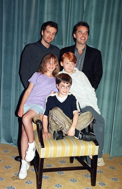 Il regista Chris Columbus con Daniel Radcliffe, Emma Watson, Rupert Grint e il produttore David Heyman annunciano la realizzazione del film Harry Potter e la pietra filosofale