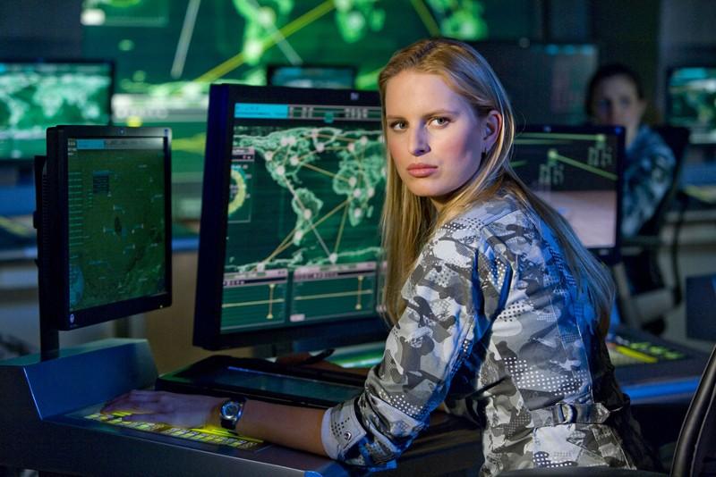 Karolína Kurková (Cover girl) in una scena del film G.I. Joe: La nascita dei Cobra