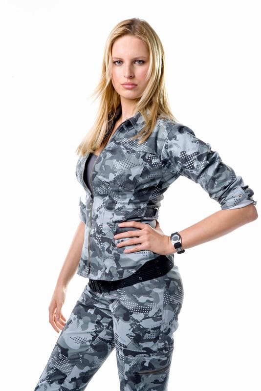 Karolina Kurkova è Courtney A. Kreiger / Cover girl in un'immagine promo del film G.I. Joe
