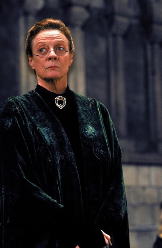 Maggie Smith è la professoressa McGranitt in una scena del film Harry Potter and the Sorcerer's Stone