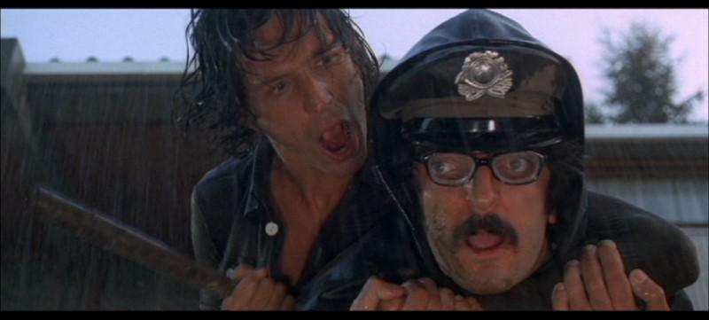Michael Brandon in una scena del film Quattro mosche di velluto grigio (1971)