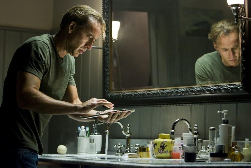 Nicolas Cage in un'immagine di Segnali dal futuro