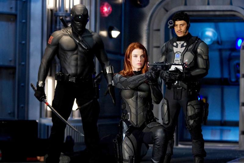 Ray Park, Rachel Nichols e Said Taghmaoui in una sequenza del film G.I. Joe: Rise of Cobra