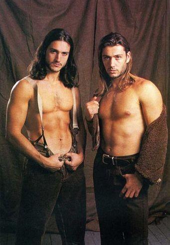 Rossano Rubicondi insieme a suo fratello sulla rivista gay 'Adam' negli anni '90