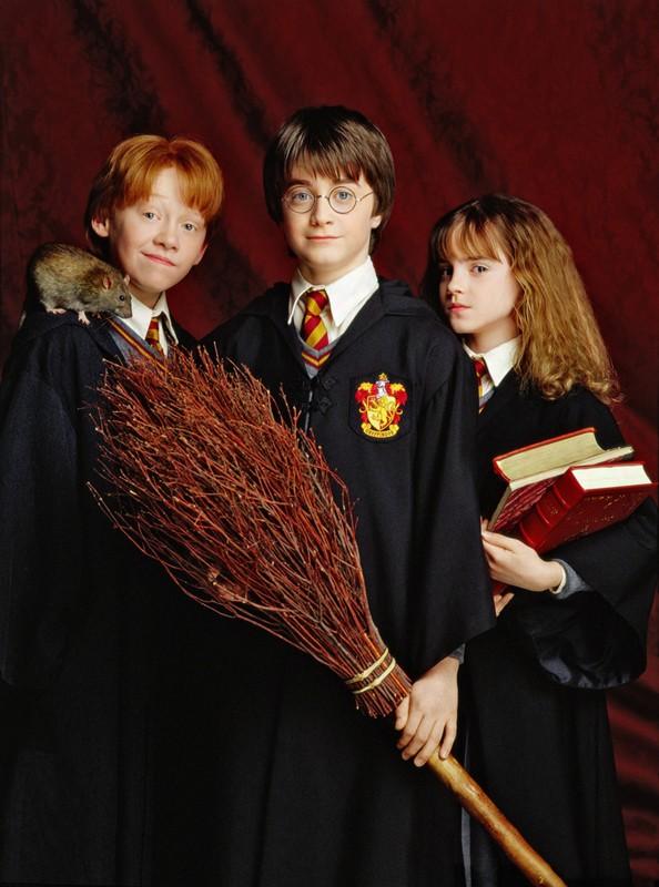 Rupert Grint, Daniel Radcliffe, Emma Watson in un'immagine promo per il film Harry Potter e la pietra filosofale
