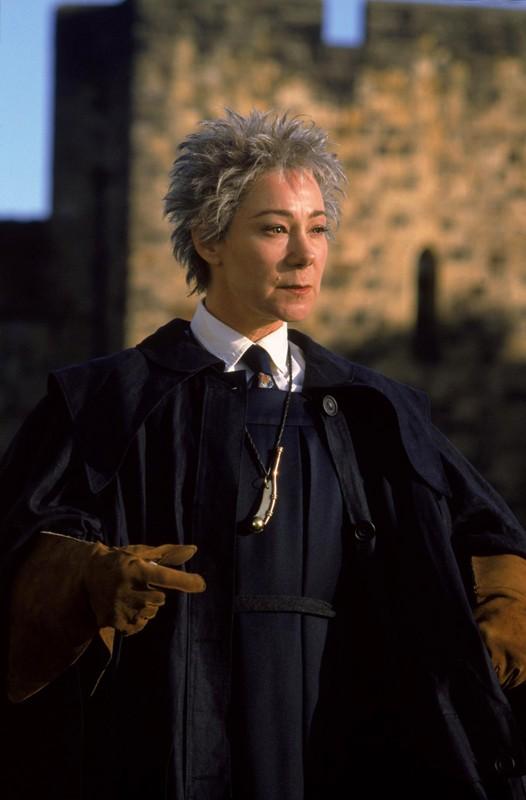 Zoe Wanamaker è Madame Hooch in una scena del film Harry Potter and the Sorcerer's Stone