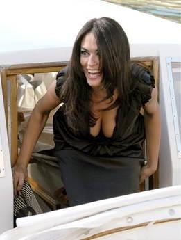 Venezia 2009: Maria Grazia Cucinotta, madrina della kermesse, sbarca al Lido.