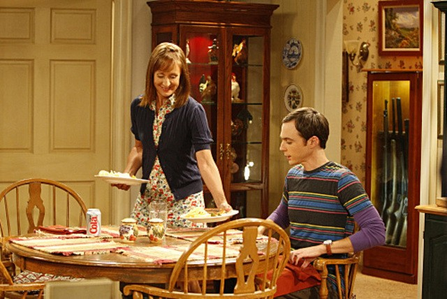 Jim Parsons e la guest star Laurie Metcalf nell'episodio The Electric Can Opener Fluctuation di  The Big Bang Theory