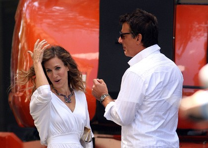 Sarah Jessica Parker insieme a Chris Noth sul set di Sex and the City 2