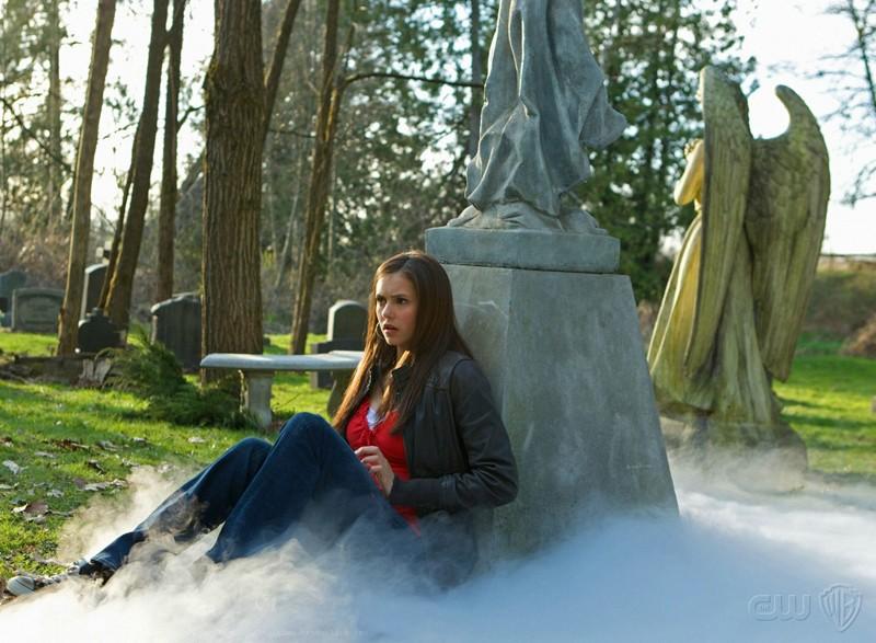 Nina Dobrev in una scena del Pilot della prima stagione The Vampire Diaries
