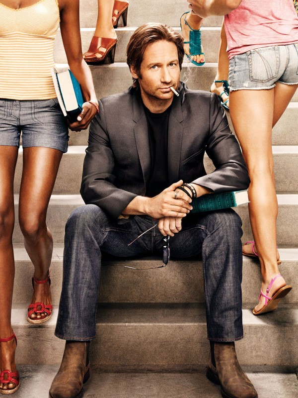 Una foto di Hank Moody (David Duchovny) tra le studentesse per la terza stagione di Californication