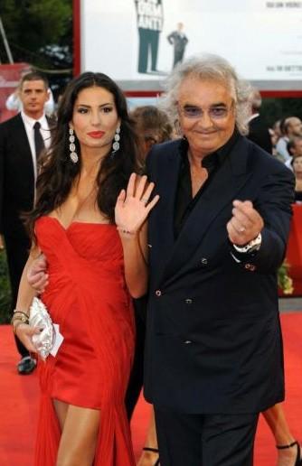 Venezia 2009: sul red carpet ci sono anche due esponenti del chiassoso jet set nostrano, Flavio Briatore ed Elisabetta Gregoraci