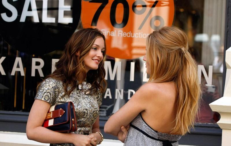 Leighton Meester e Blake Lively in una scena dell'episodio Reversals of Fortune di Gossip Girl