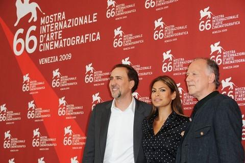 Venezia 2009: Eva Mendes, Nicolas Cage e Werner Herzog presentano il remake de Il cattivo tenente - Ultima chiamata New Orleans