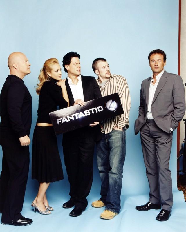 Ioan Gruffudd, Michael Chiklis, Jessica Alba, Chris Evans e Julian McMahon in una foto promo de 'I Fantastici Quattro'