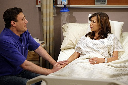Jason Segel ed Alyson Hannigan in una scena dell'episodio Double Date di How I Met Your Mother
