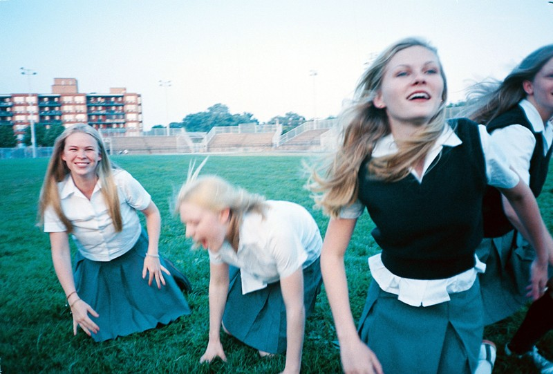 Le sorelle Lisbon in una scena del film The Virgin Suicides