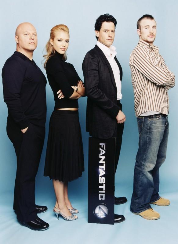 Michael Chiklis, Jessica Alba, Ioan Gruffudd, Chris Evans in una foto promo de 'I Fantastici Quattro'