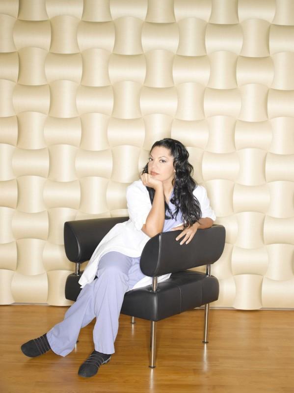 Sara Ramirez posa per le foto promozionali per la sesta stagione di Grey's Anatomy