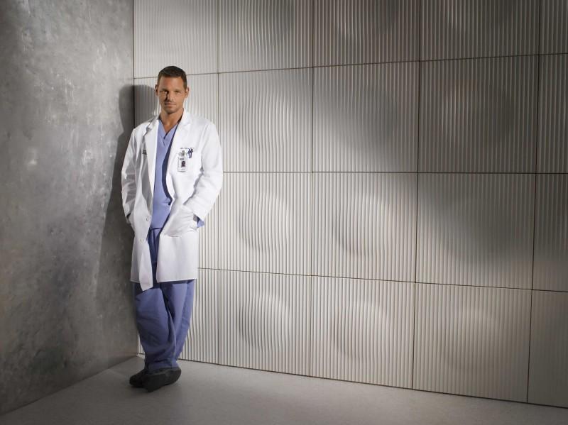 Una foto di Justin Chambers per la campagna pubblicitaria per la sesta stagione di Grey's Anatomy