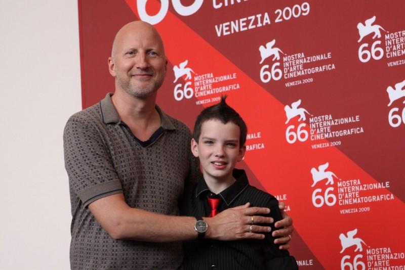Venezia 2009: John Hillcoat accanto al co-protagonista di The Road, Kodi Smit-McPhee