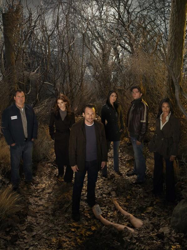Il cast della serie The Forgotten in una foto promozionale