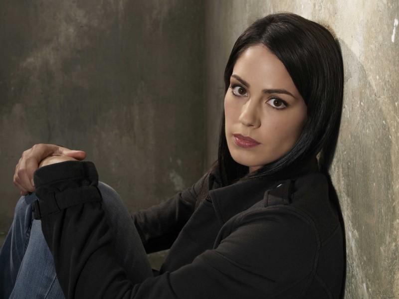 Michelle Borth in una foto promozionale della serie The Forgotten
