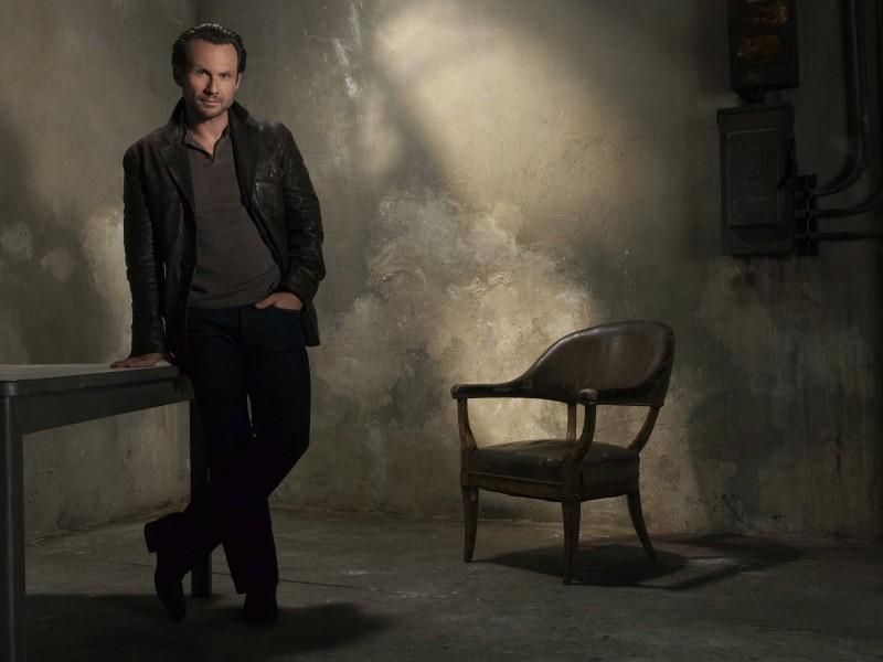 Una foto promozionale di Christian Slater per la serie The Forgotten