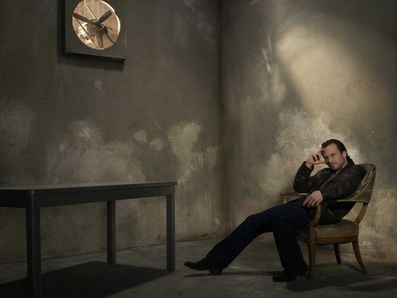 Una immagine promozionale di Christian Slater per la serie The Forgotten