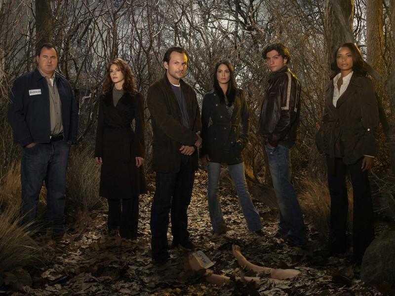 Uno scatto promozionale del cast della serie The Forgotten