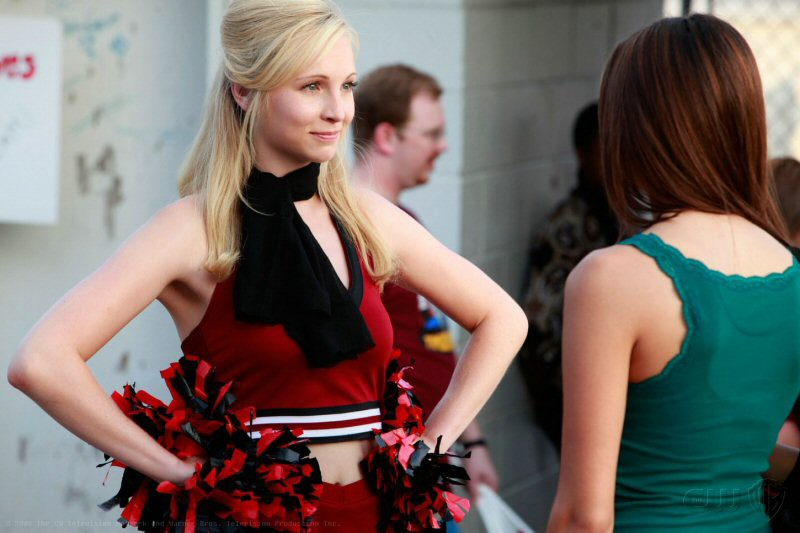 Candice Accola (Caroline Truitt) nell'episodio Friday Night Bites della serie The Vampire Diaries