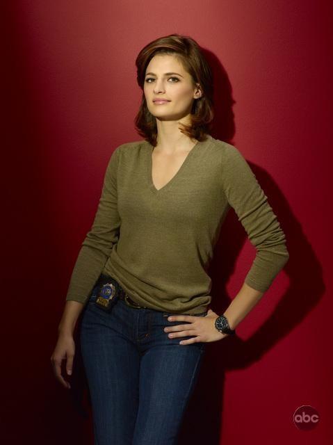 La bella Stana Katic in una foto per la seconda stagione di Castle