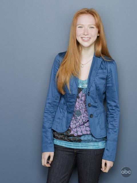 Molly Quinn posa per la campagna pubblicitaria della seconda stagione di Castle