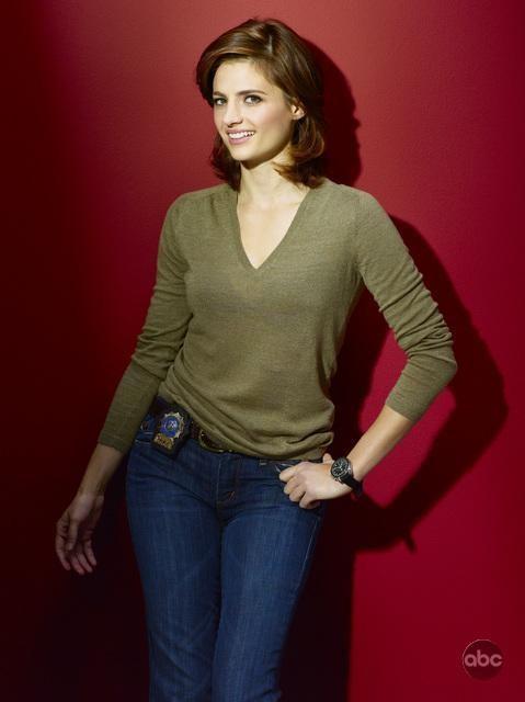 Stana Katic posa per la campanga promozionale della seconda stagione di Castle