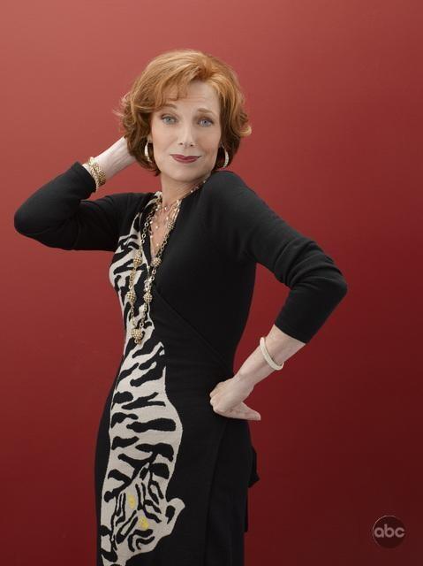 Susan Sullivan per la campagna promozionale della seconda stagione di Castle