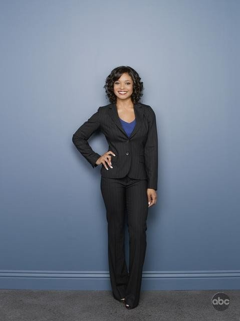 Tamala Jones posa per le foto pubblicitarie della seconda stagione della serie tv Castle