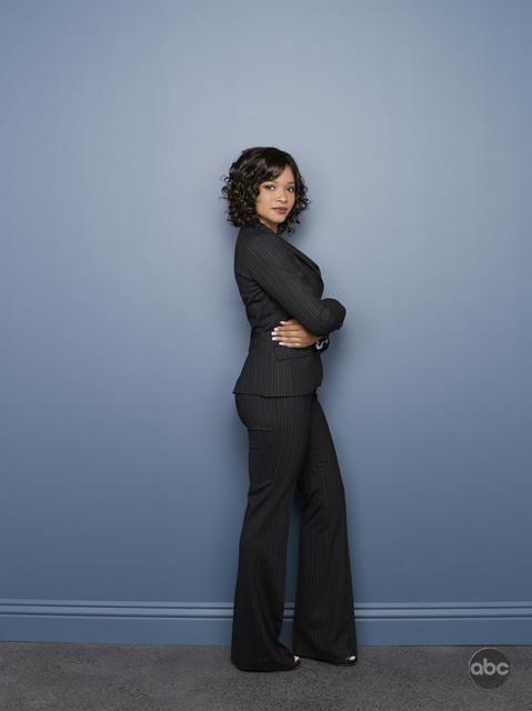 Tamala Jones posa per le foto pubblicitarie della seconda stagione di Castle